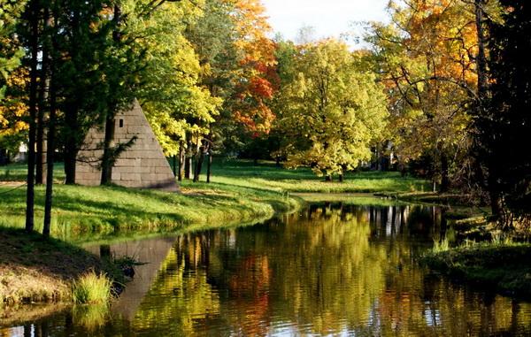 Пейзажный пруд