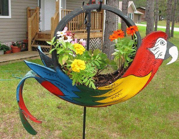 разноцветная шина-клумба на участке фото