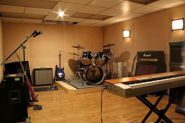Музыкальная студия на чердаке