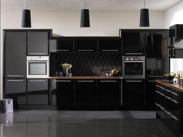 Дизайн кухни в черных тонах
