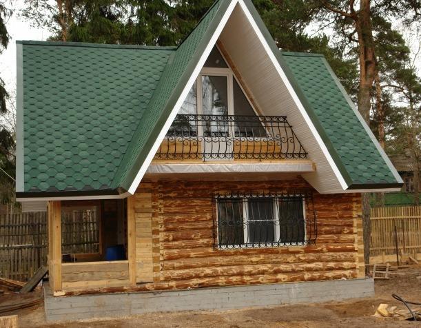 Дом из окоренных бревен