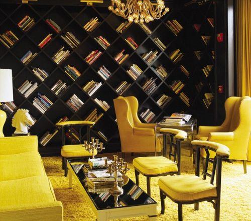Дизайн домашней библиотеки в желтых тонах
