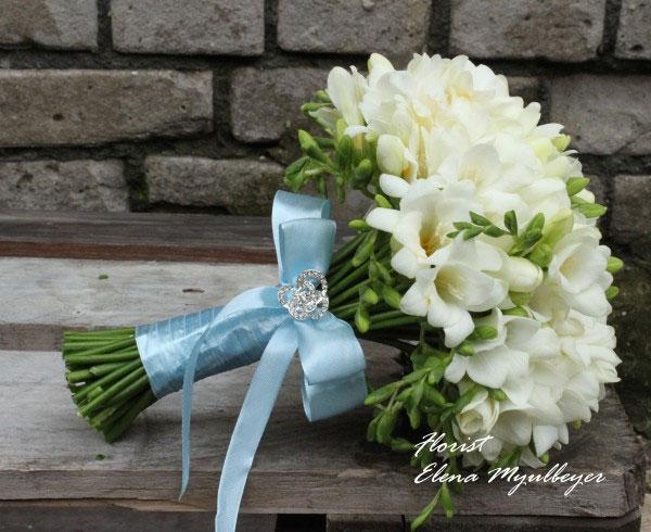 Свадебный букетик из фрезии