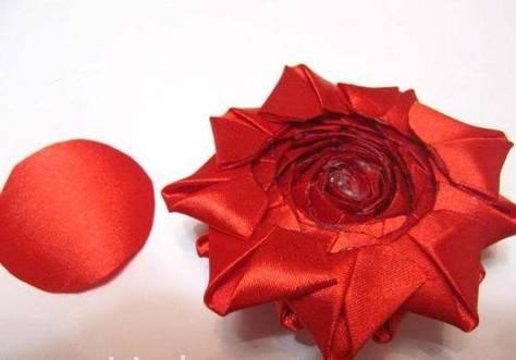 Роза в технике канзаши