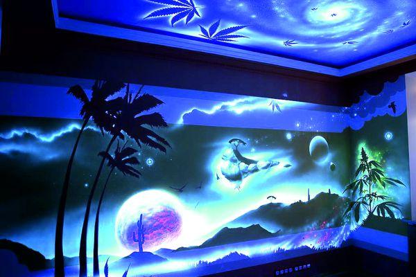 Флуоресцентные обои для зала