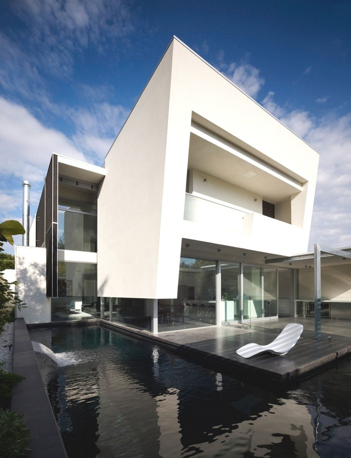 Здание в стиле минимализм