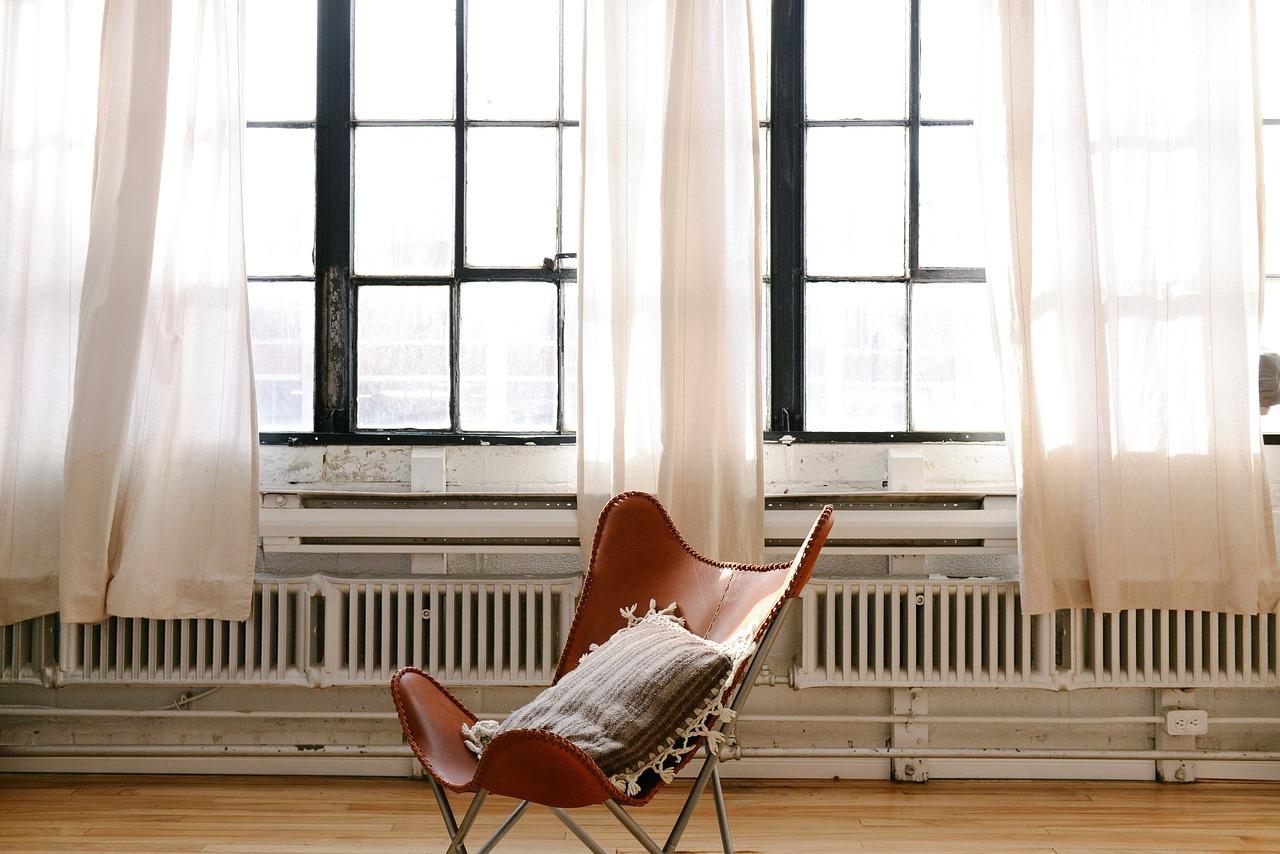 темный дизайн штор для спален
