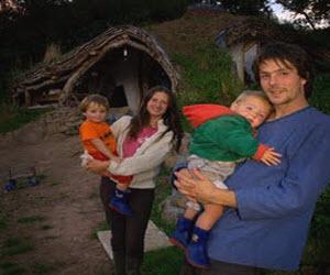 семья живет в необычном доме